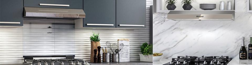 Campana Whirlpool 7501545624629 ambientada en cocina equipada con electrodomésticos Whirlpool.